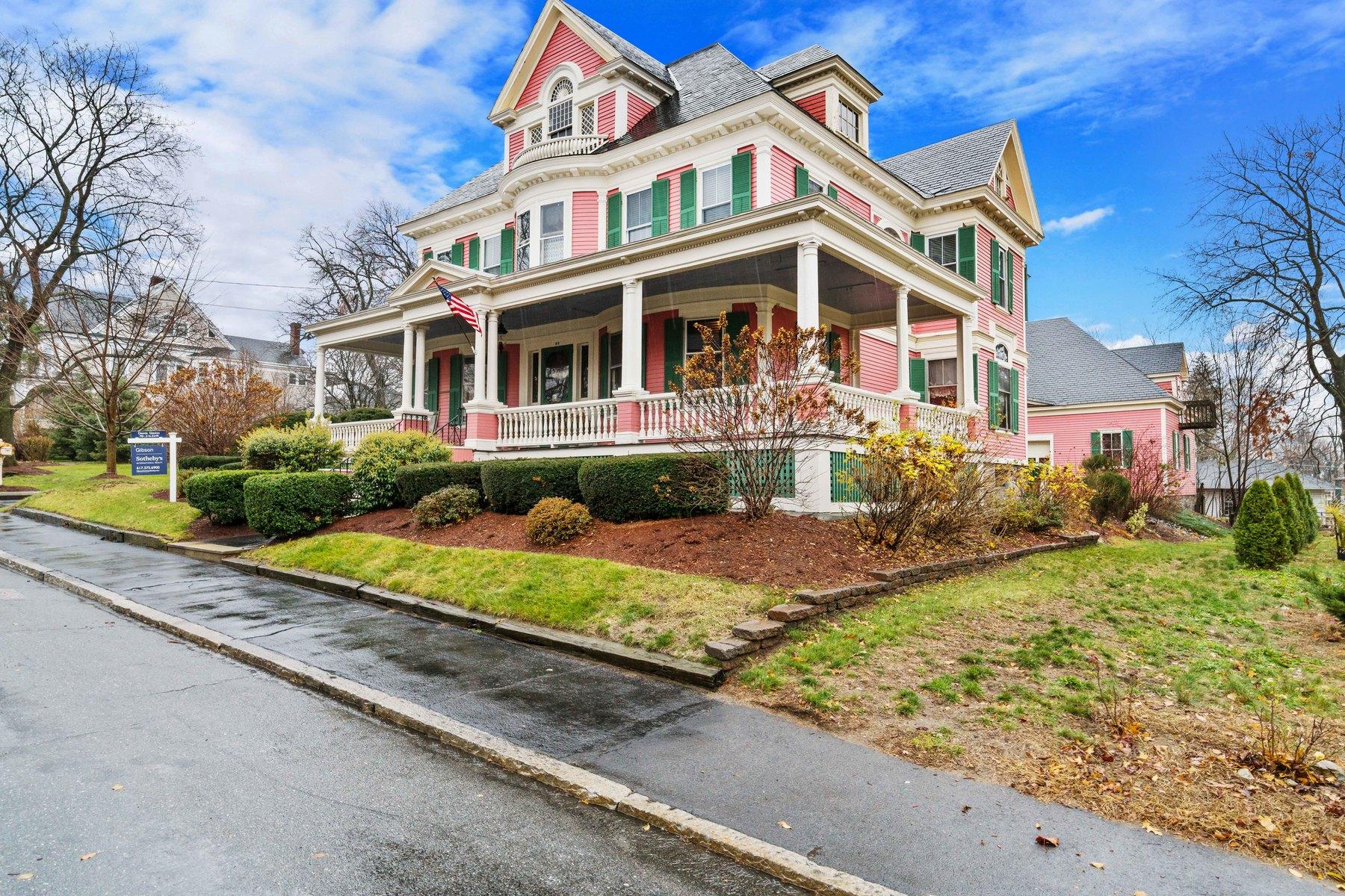 Частный односемейный дом для того Продажа на Beautiful Colonial Revival Home And Carriage House 89-95 Harvard Street Lowell, Массачусетс, 01851 Соединенные Штаты