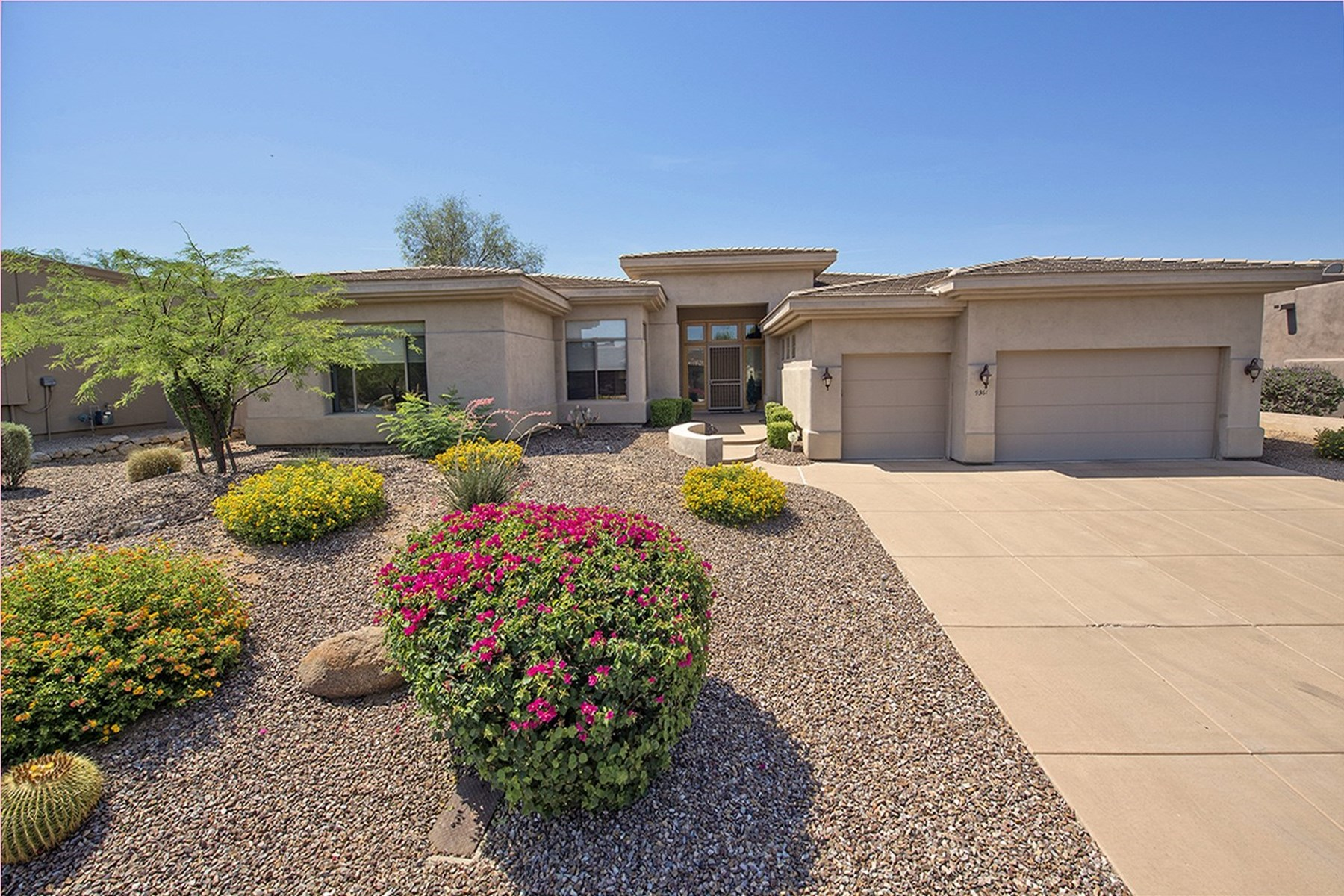 Maison unifamiliale pour l Vente à beautiful single level home in Troon North 9361 E Dale Ln Scottsdale, Arizona, 85262 États-Unis