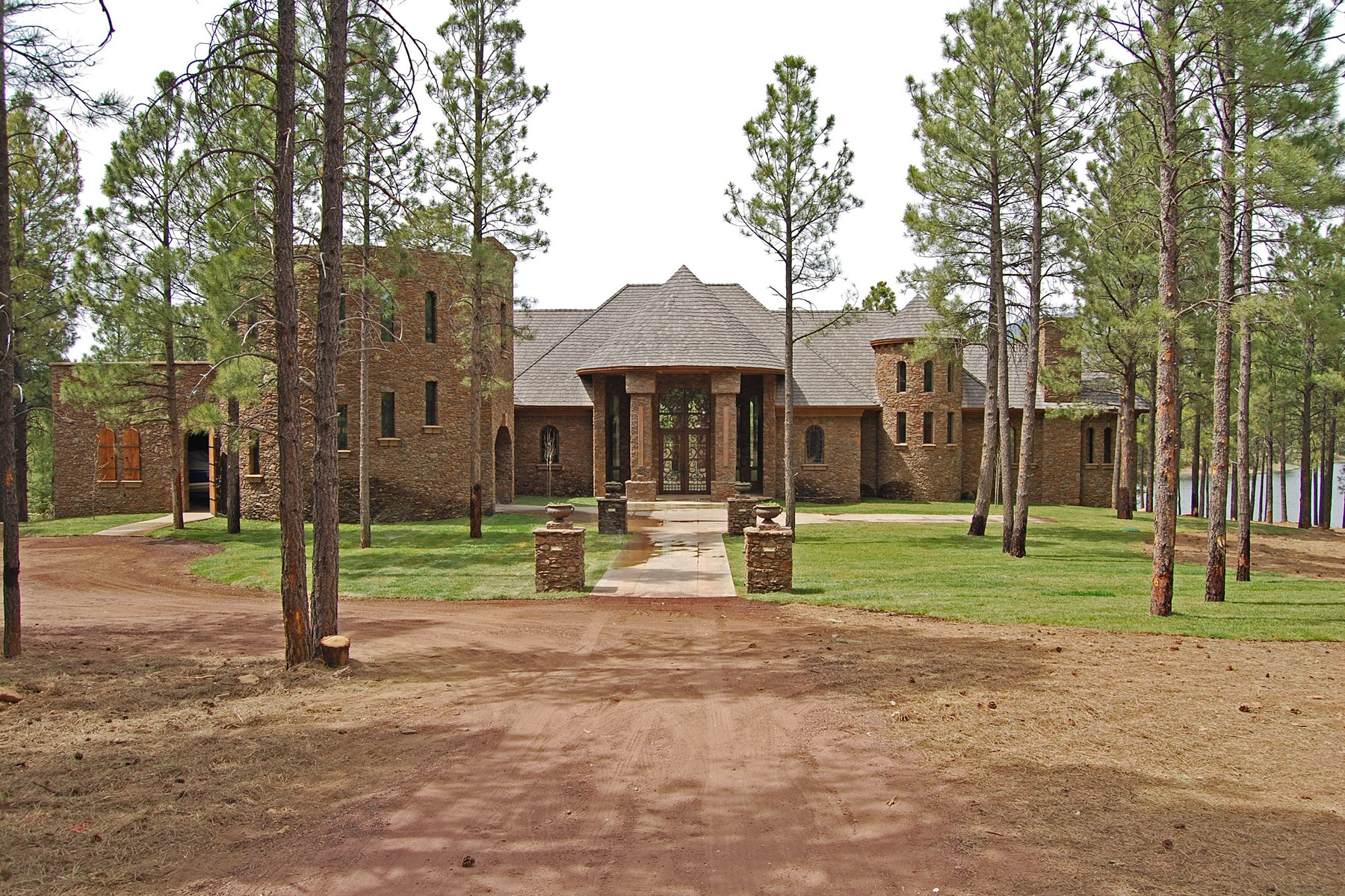 Maison unifamiliale pour l Vente à Beautifully appointed Lakeside living 401 N Sky View St Flagstaff, Arizona, 86004 États-Unis