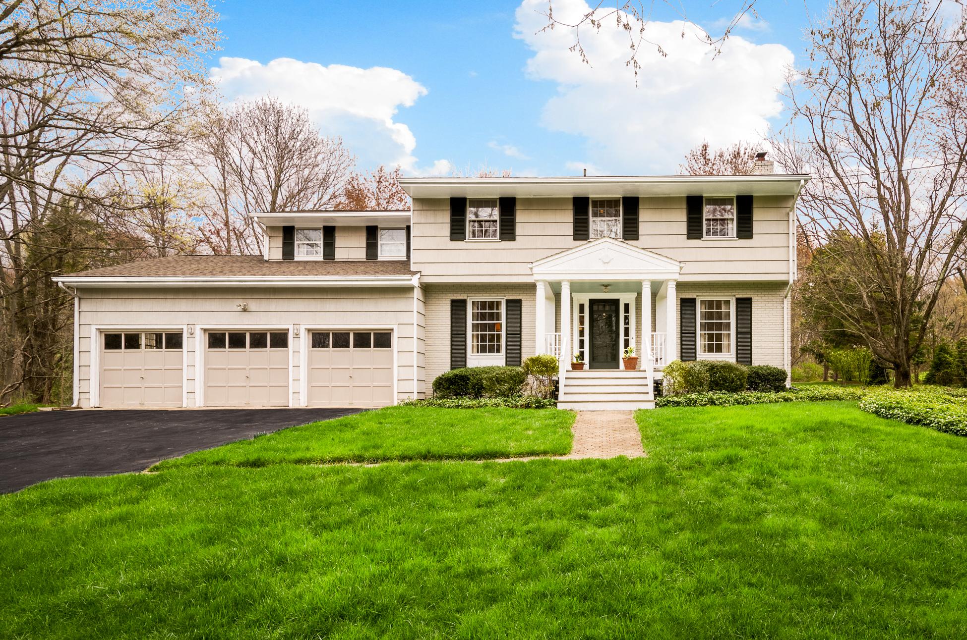 Einfamilienhaus für Verkauf beim Beautiful Colonial Redefined - Montgomery Township 867 Cherry Hill Road Princeton, New Jersey 08540 Vereinigte Staaten