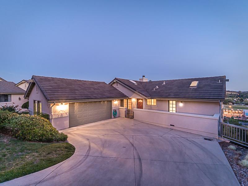 Maison unifamiliale pour l Vente à Wildwood Ranch Custom Home 210 Oakwood Court Arroyo Grande, Californie 93420 États-Unis