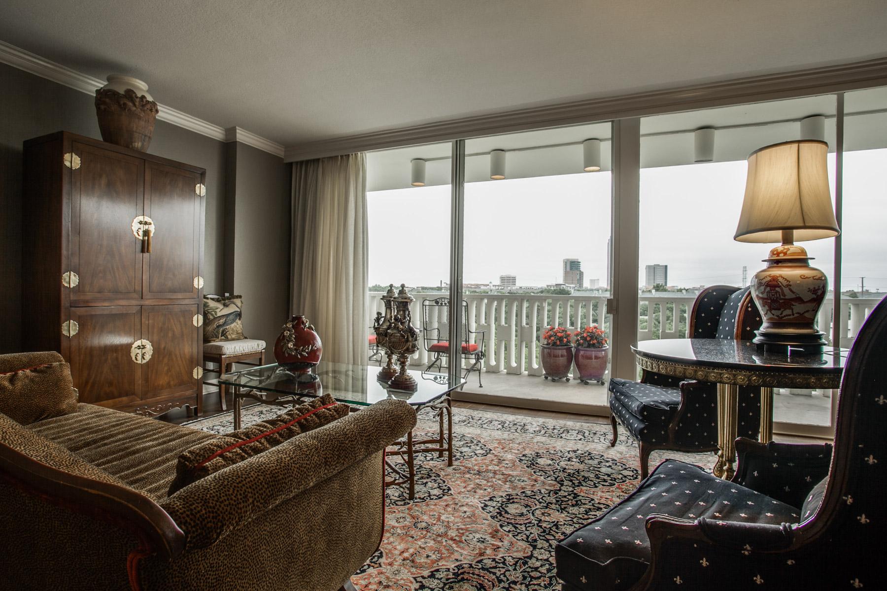コンドミニアム のために 売買 アット Fabulous Views 3701 Turtle Creek Boulevard #7F Dallas, テキサス, 75219 アメリカ合衆国