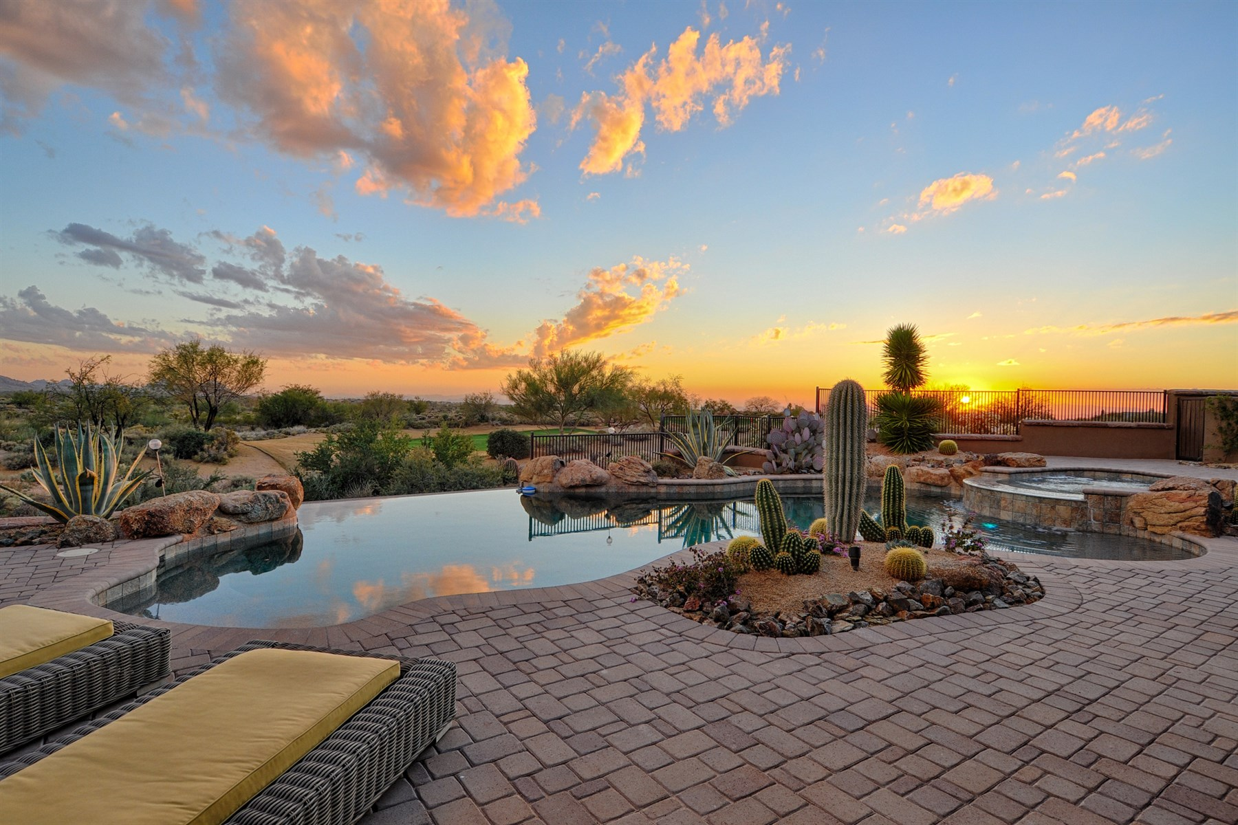 Villa per Vendita alle ore beautiful custom home sits high over the 15th hole at Mirabel Country Club 36322 N 100th Way Scottsdale, Arizona 85262 Stati Uniti