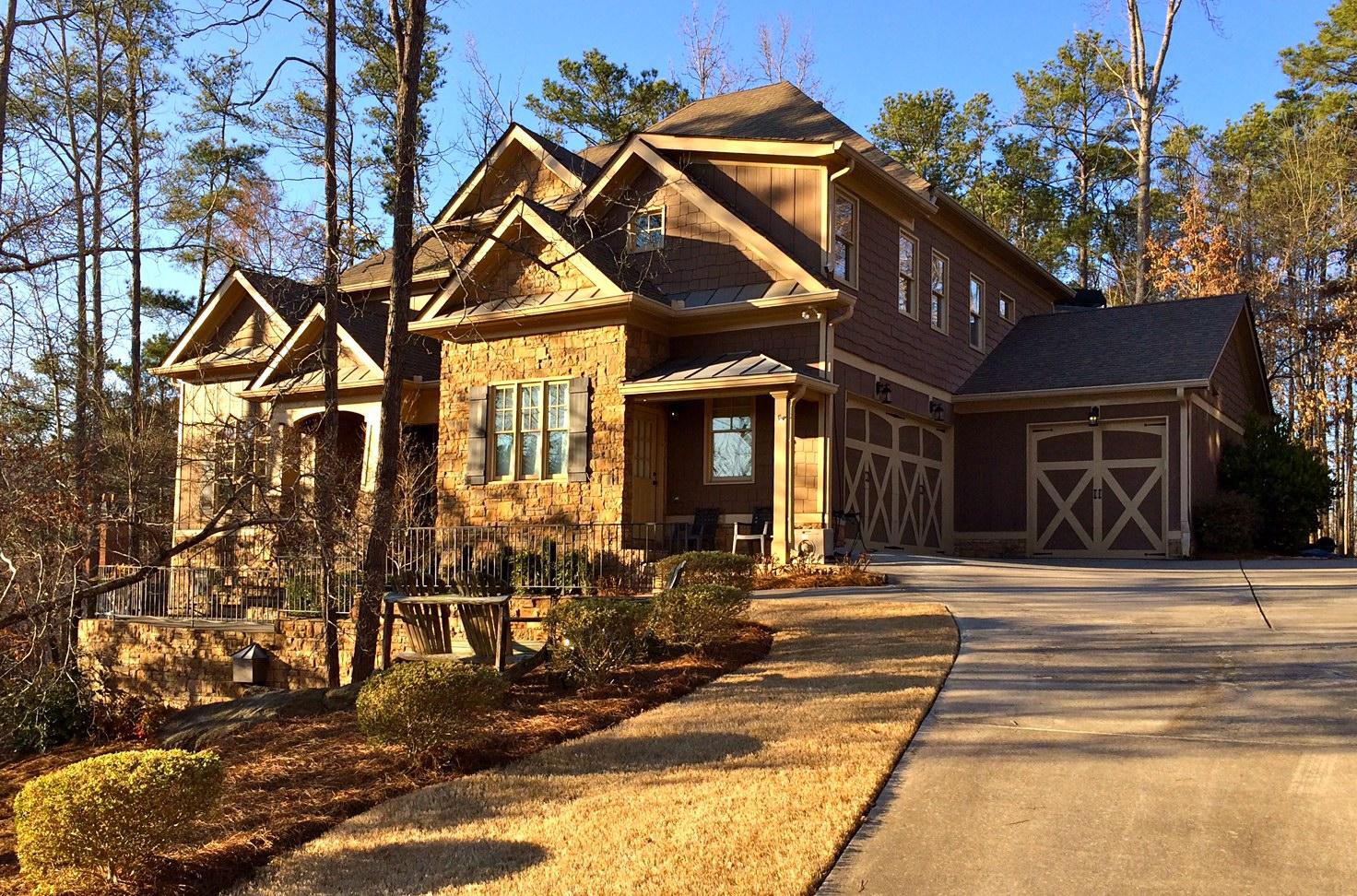 Maison unifamiliale pour l Vente à Craftsman Beauty In Gated Community 812 Oakton Pond Court Marietta, Georgia, 30064 États-Unis