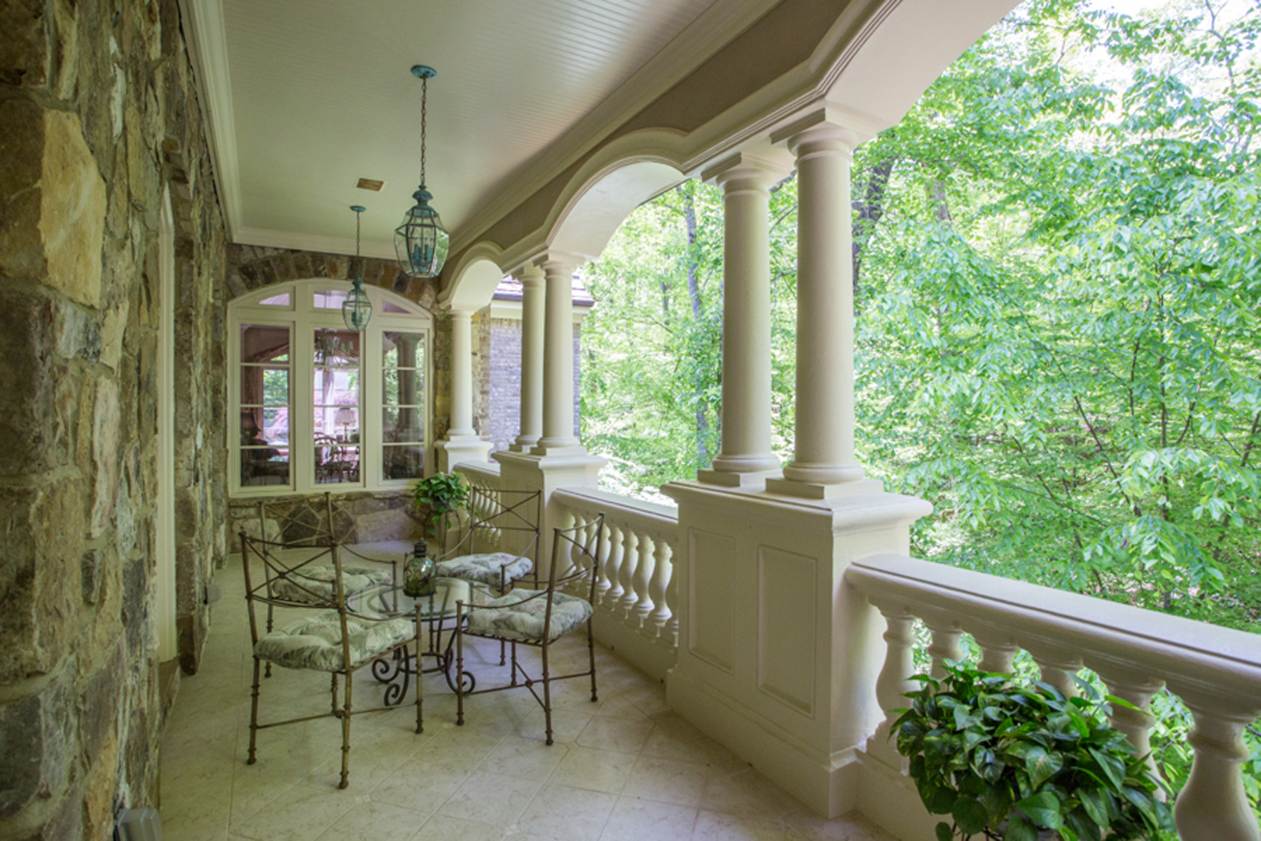 Additional photo for property listing at Elegant Home Nestled Among The Trees 5151 Long Island Drive NW Atlanta, Джорджия 30327 Соединенные Штаты
