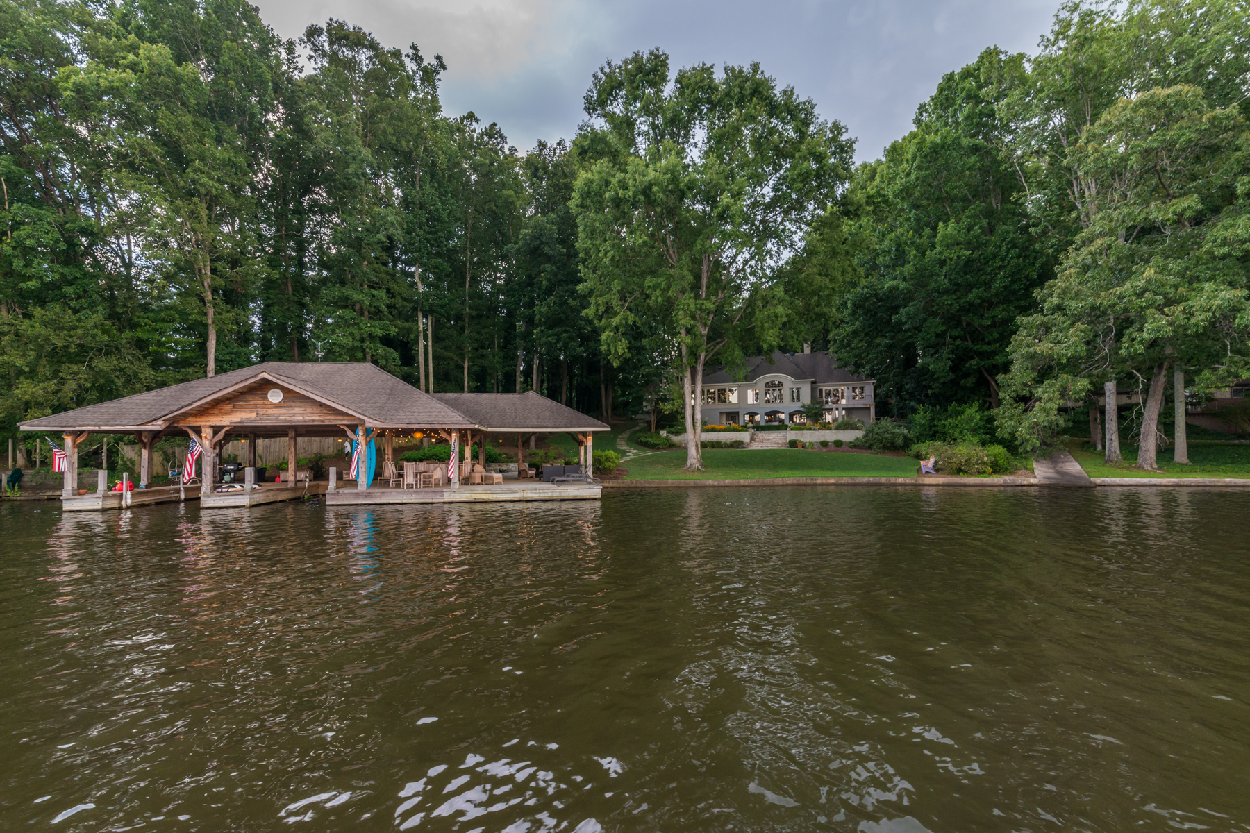 Additional photo for property listing at Amazing Lakefront Estate 2246 Emerald Drive Jonesboro, Γεωργια 30236 Ηνωμενεσ Πολιτειεσ