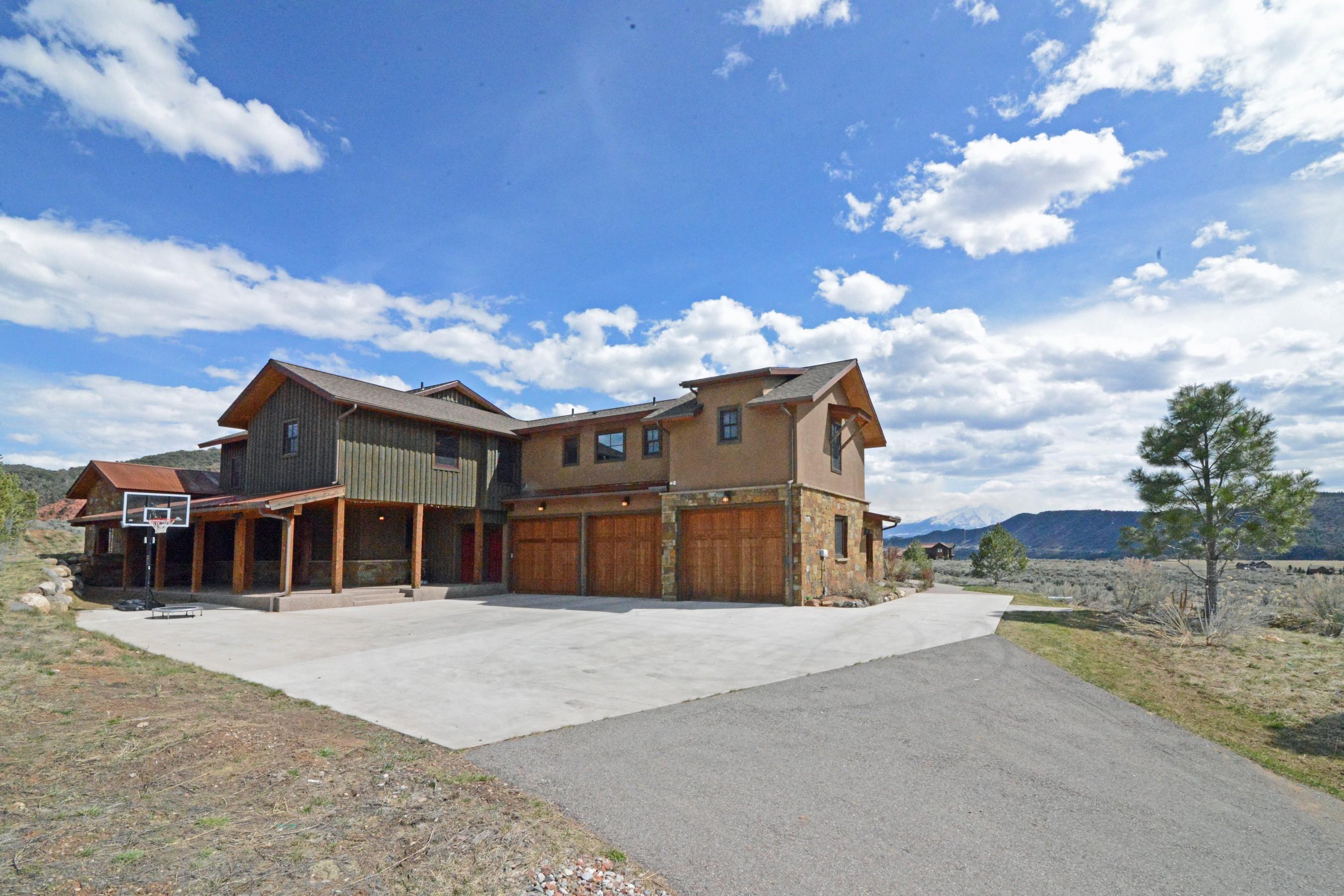 Maison unifamiliale pour l Vente à Stuning Four Mile Ranch Custom Home 241 Maroon Drive Glenwood Springs, Colorado, 81601 États-Unis