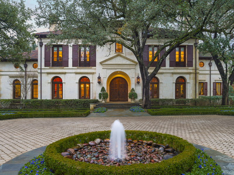 Moradia para Venda às European-Inspired Estate 5210 Deloache Avenue Dallas, Texas 75220 Estados Unidos