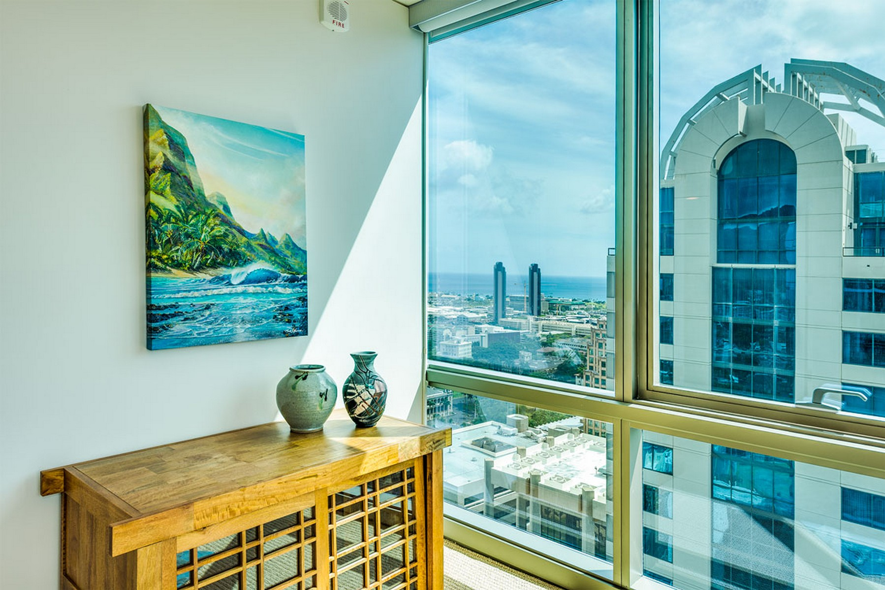 Appartement en copropriété pour l Vente à Penthouse in Prestigious Capital Place 1200 Queen Emma St. #3701 Honolulu, Hawaii 96813 États-Unis