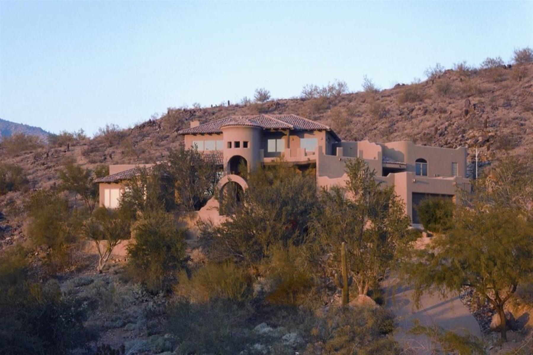 Maison unifamiliale pour l Vente à Perched majestically on 2+ acres of private hillside. 13631 S Canyon DR Phoenix, Arizona 85048 États-Unis
