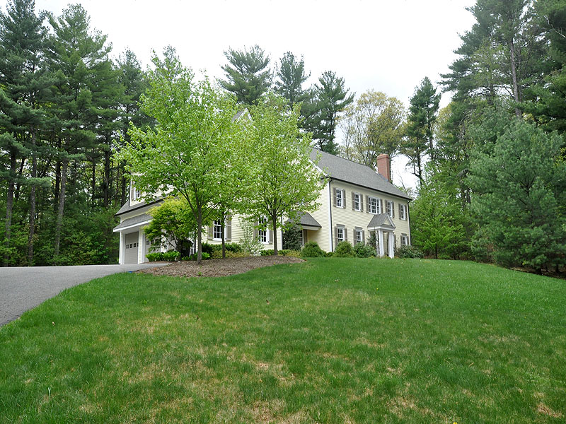 Villa per Vendita alle ore Weston Colonial Single Family 81 Montvale Road Weston, Massachusetts 02493 Stati Uniti