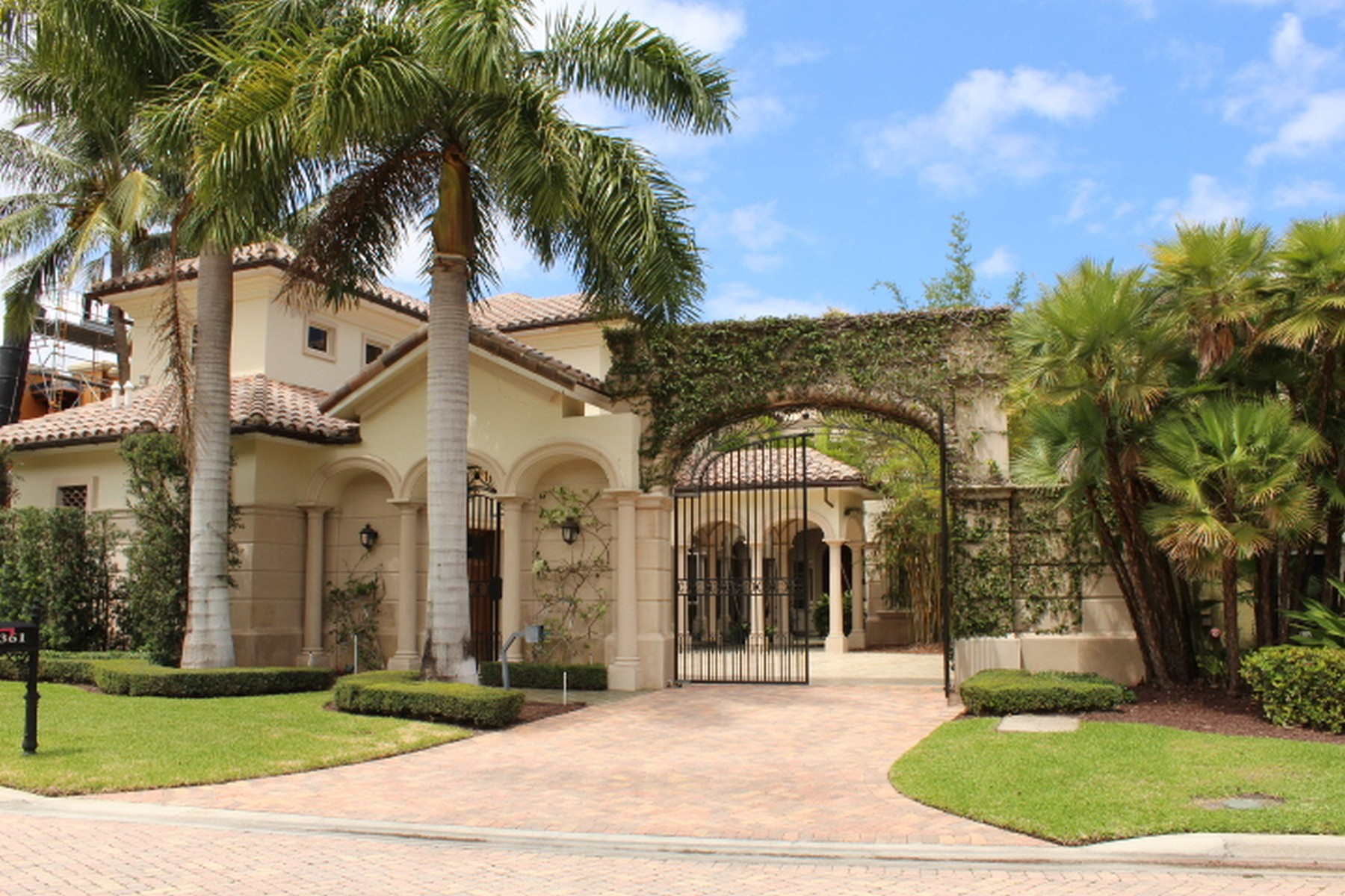 Single Family Home for Sale at 361 SE Mizner Lake Estates Dr , Boca Raton, FL 334 Boca Raton, Florida, 33432 United States