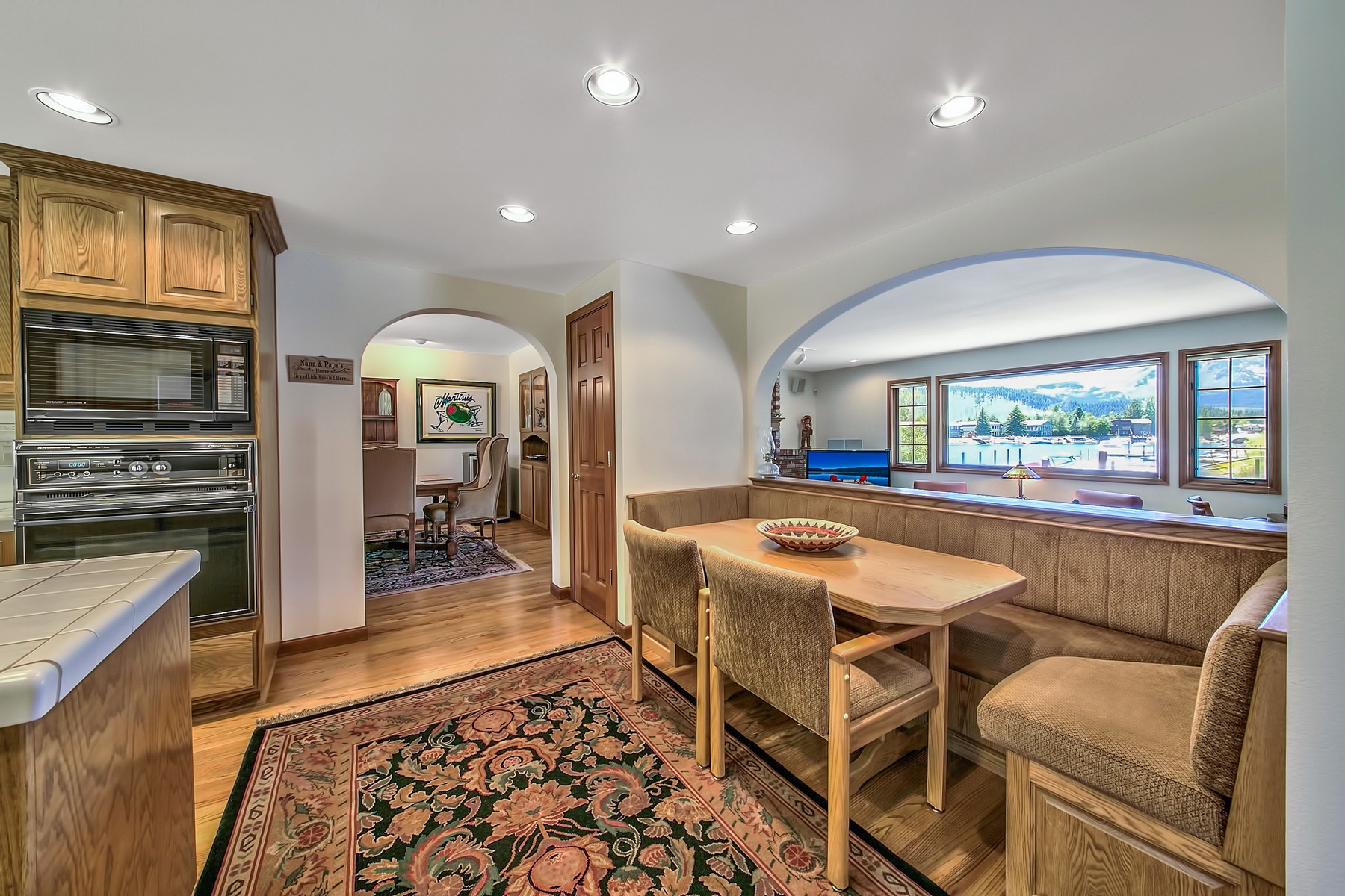 Additional photo for property listing at 358 Beach Lane  South Lake Tahoe, California 96150 United States