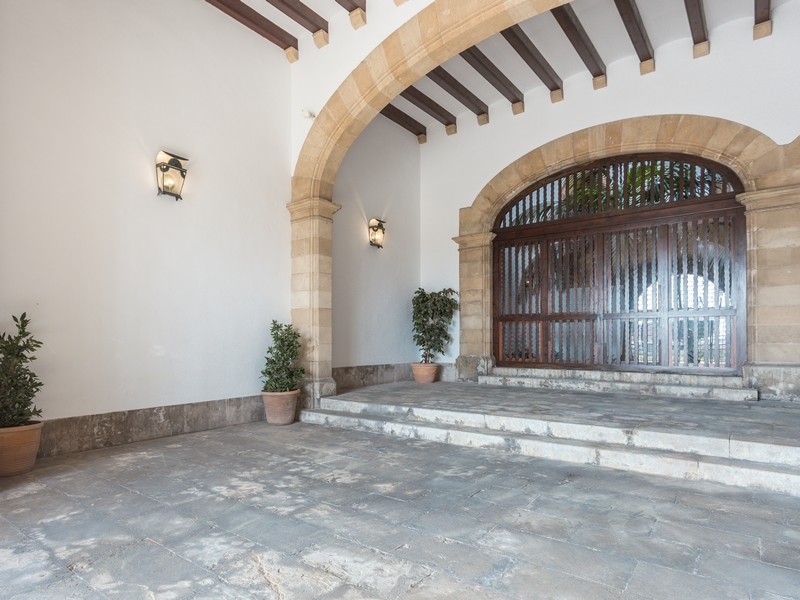 Property Of Great investment  in frontline Palma