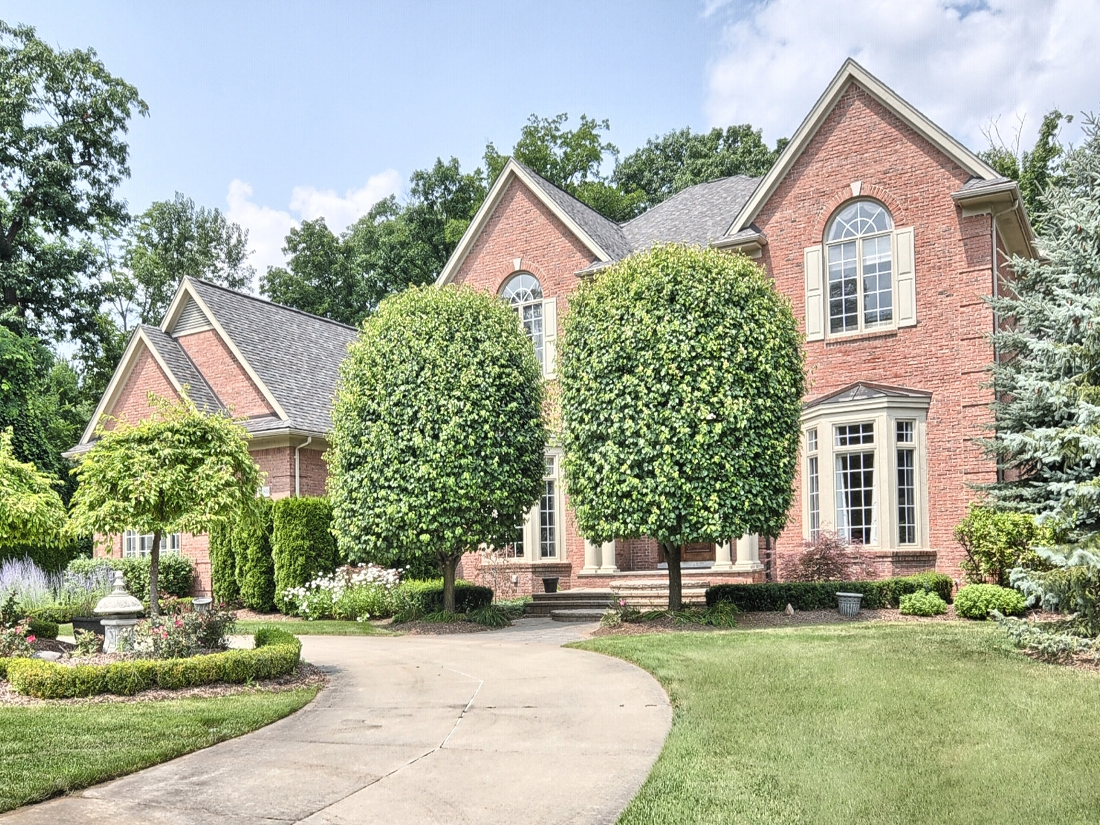 sales property at Oakland Township