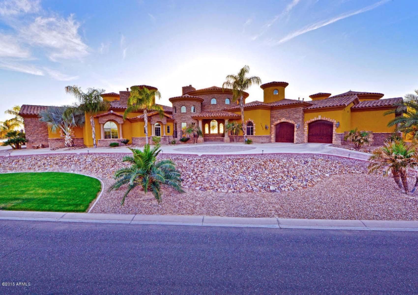 Moradia para Venda às Lakefront property in Santan Lakeside Estates. 7270 S BEACH BLVD Queen Creek, Arizona 85142 Estados Unidos