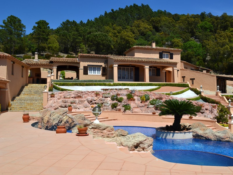 Villa per Vendita alle ore Provencal villa on grounds of 2.165 ha Other Provence-Alpes-Cote D'Azur, Provenza-Alpi-Costa Azzurra 83490 Francia