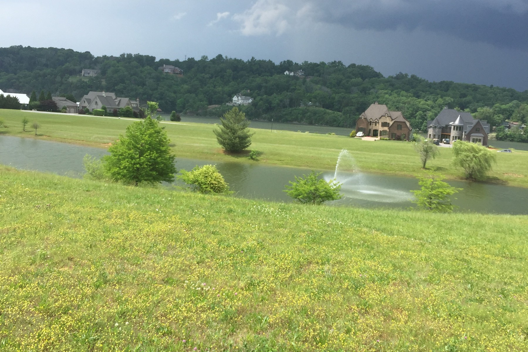 Terreno per Vendita alle ore Beautiful Lake Access Lot 104 Nightharbor Way Louisville, Tennessee, 37777 Stati Uniti