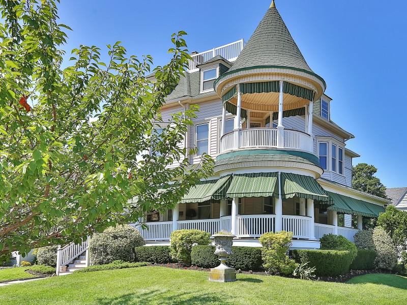 Частный односемейный дом для того Продажа на Beach Victorian 102 Sylvania Avon, Нью-Джерси 07717 Соединенные Штаты