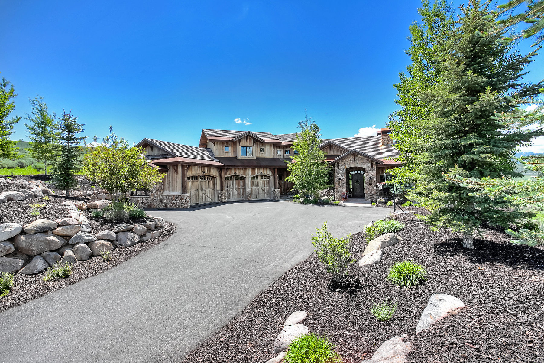 Maison unifamiliale pour l Vente à Distinctive Mountain Estate 2640 Cody Trail Park City, Utah 84098 États-Unis
