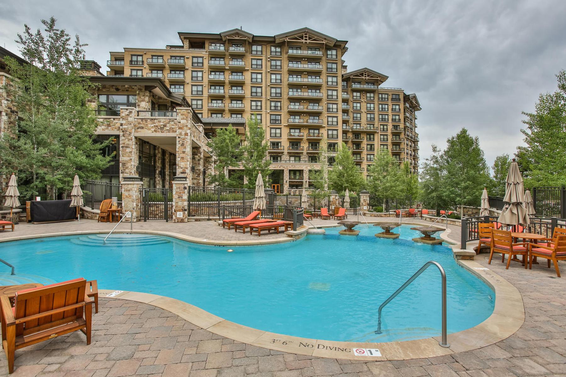콘도미니엄 용 매매 에 One-bedroom St. Regis Ski Condo 2300 E Deer Valley Dr #318 Park City, 유타, 84060 미국