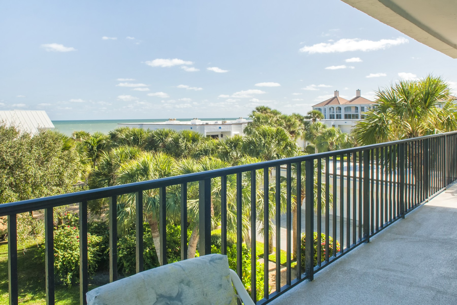 콘도미니엄 용 매매 에 Spacious Ocean View Condo 5810 Highway A1A #3C Vero Beach, 플로리다, 32963 미국
