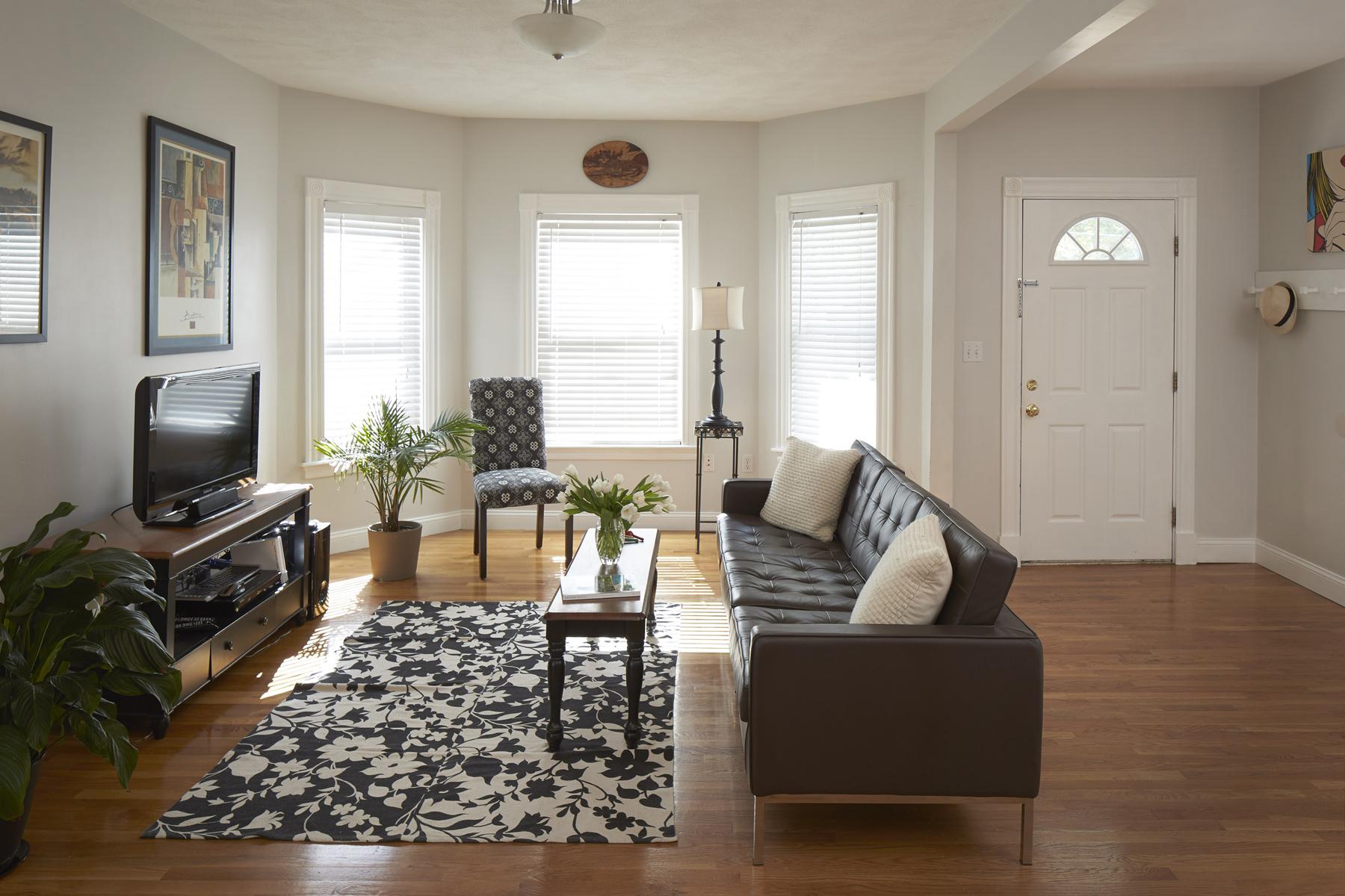 Condominio per Vendita alle ore 30-32 Charnwood Road - Somerville, MA 30-32 Charnwood Road Unit 1 Somerville, Massachusetts, 02144 Stati Uniti