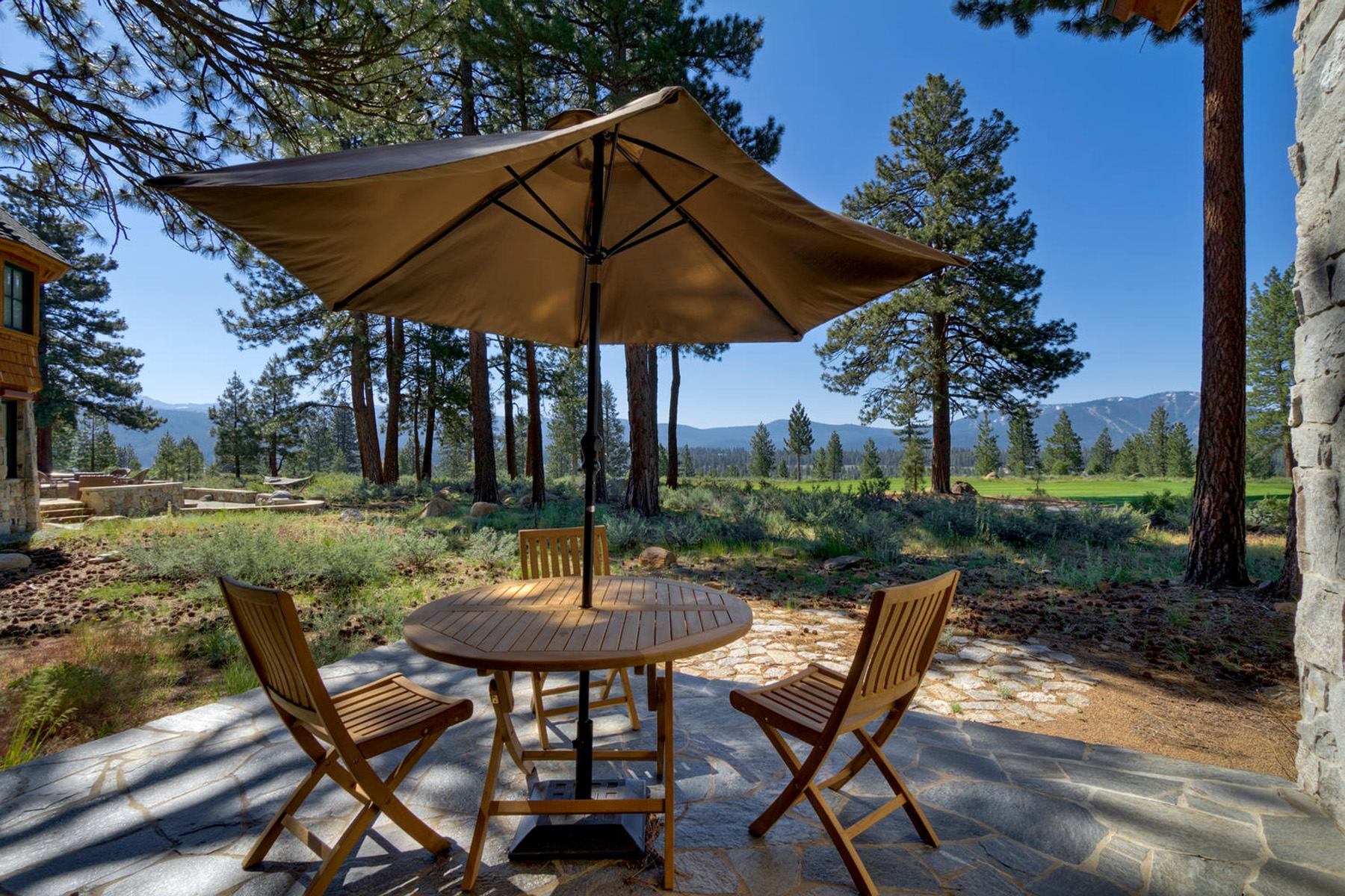Additional photo for property listing at 13103 Lookout Loop  Truckee, California 96161 Estados Unidos