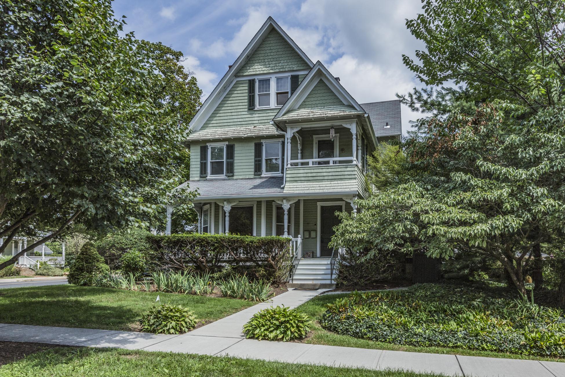 コンドミニアム のために 売買 アット Luxury Condo Offers the Best of Town and Gown 45 Vandeventer Avenue Unit 3 Princeton, ニュージャージー, 08542 アメリカ合衆国