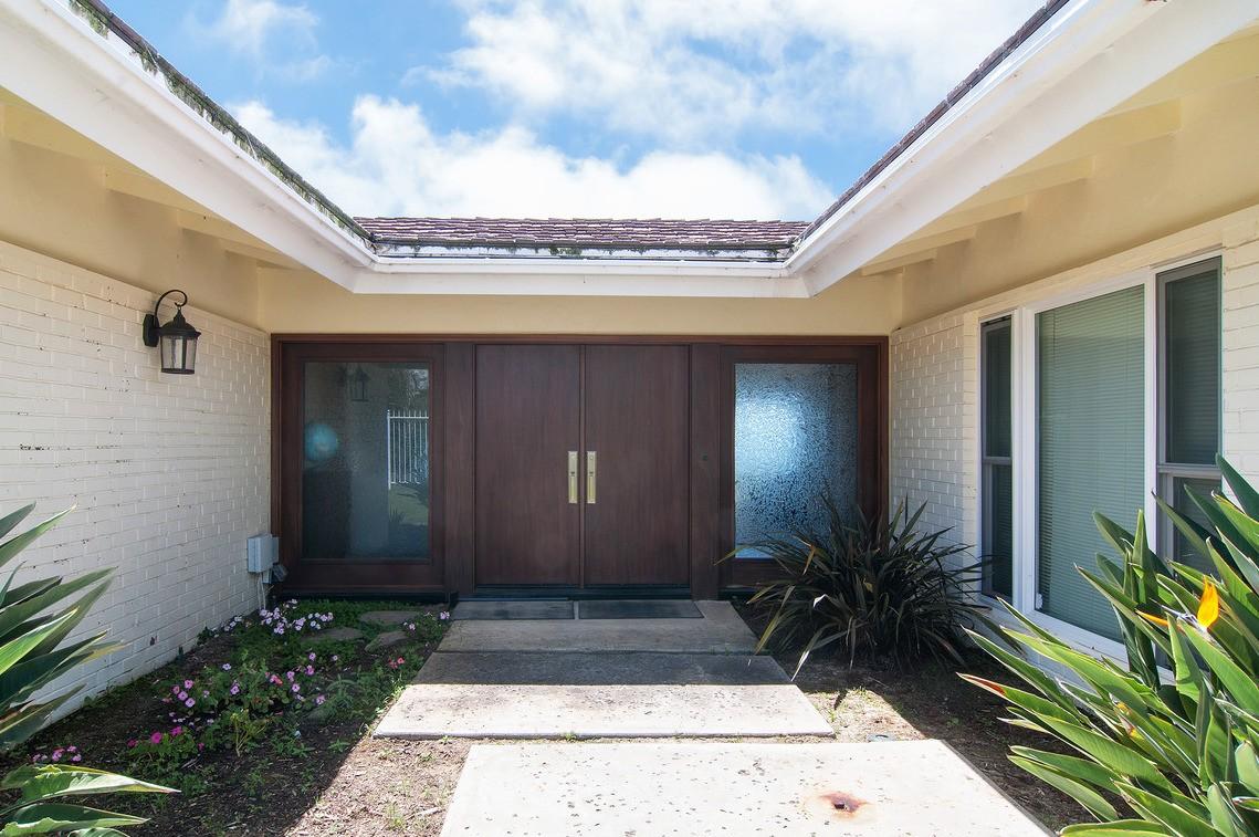 Additional photo for property listing at 8330 Prestwick Drive  La Jolla, California 92037 United States