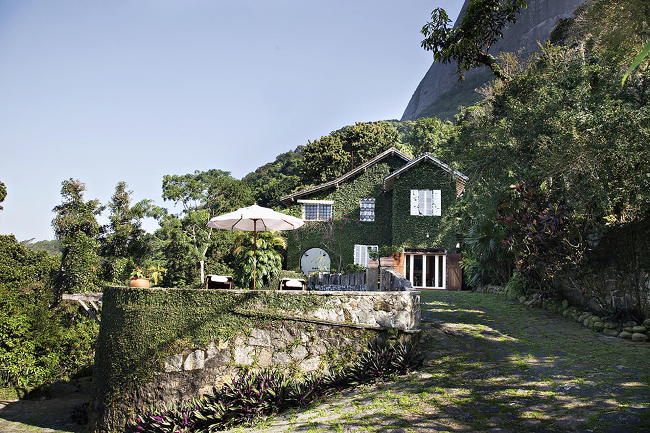 Частный односемейный дом для того Продажа на Top of the Hill Estrada do Joá Rio De Janeiro, Рио-Де-Жанейро, 22610142 Бразилия