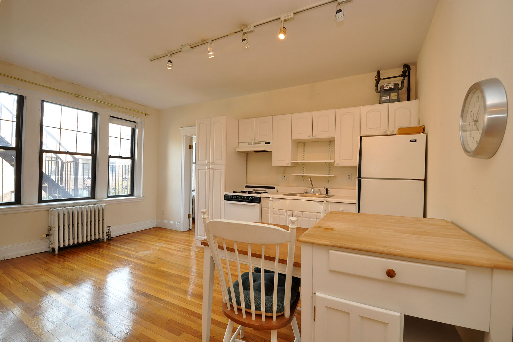 Property For Sale at Fantastic Front Facing One Bedroom