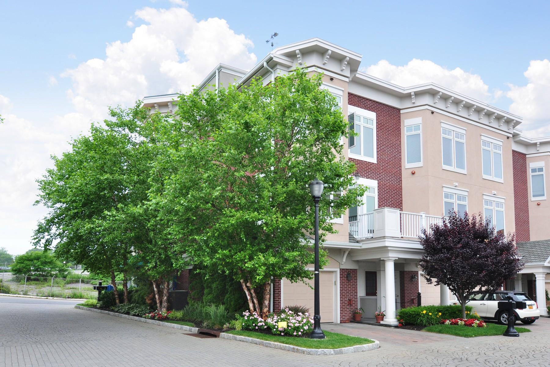 Eigentumswohnung für Verkauf beim End Unit Townhouse With Hudson River Views 59 River Street Sleepy Hollow, New York 10591 Vereinigte Staaten