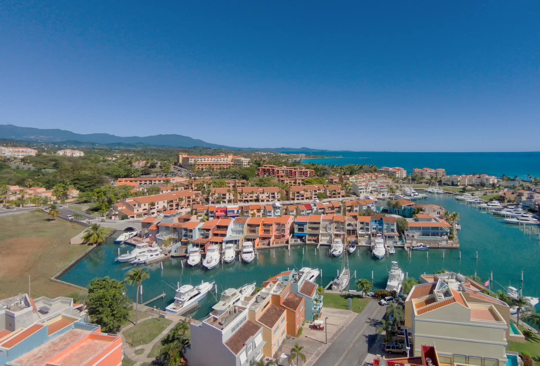 Σπίτι στην πόλη για την Πώληση στο Waterfront Boaters Townhome at Peninsula 39 Peninsula de San Juan Palmas Del Mar, Puerto Rico 00791 Πουερτο Ρικο