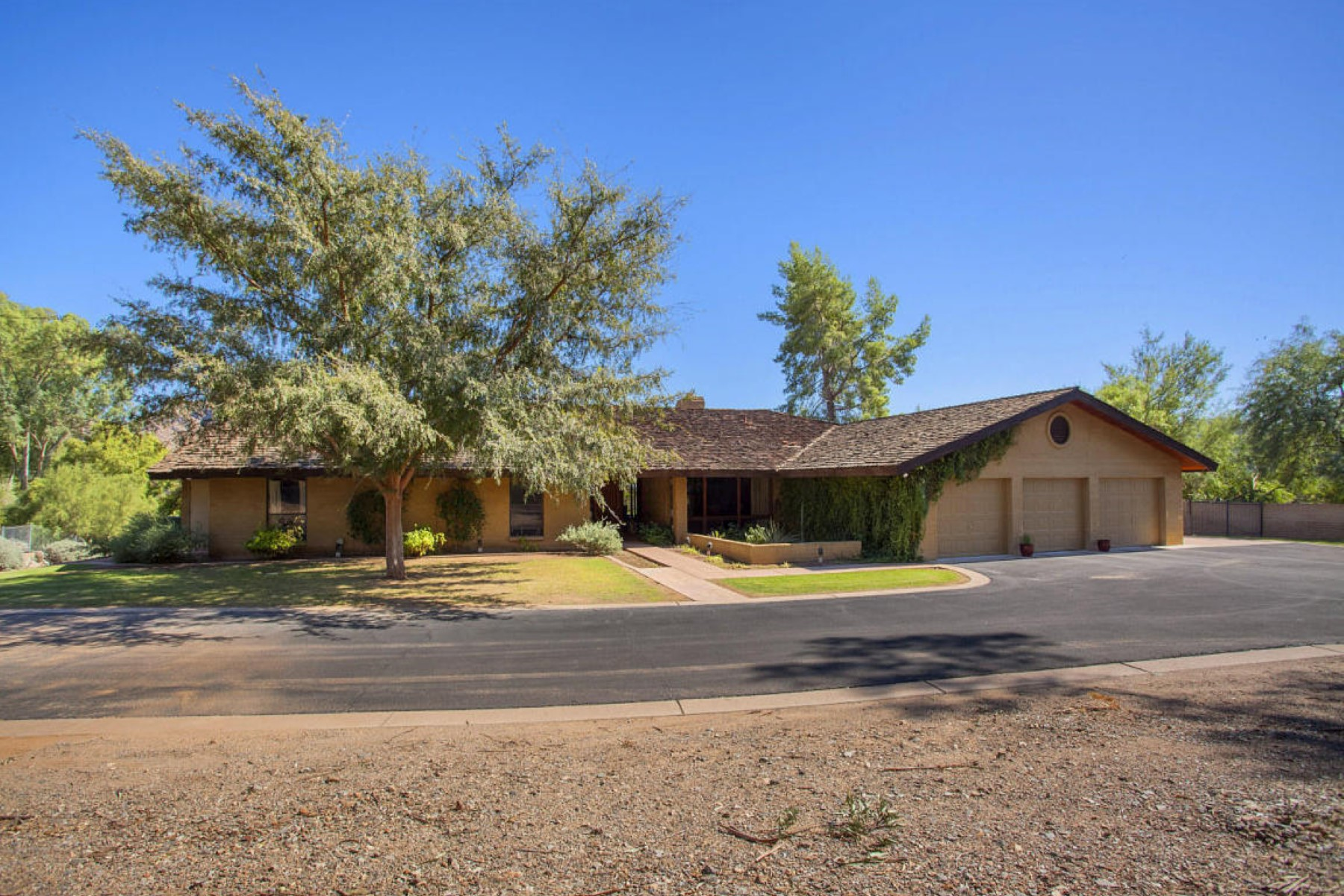 Vivienda unifamiliar por un Venta en Very Secluded Paradise Valley Home With Outstanding Views 7110 N 46th Street Paradise Valley, Arizona 85253 Estados Unidos