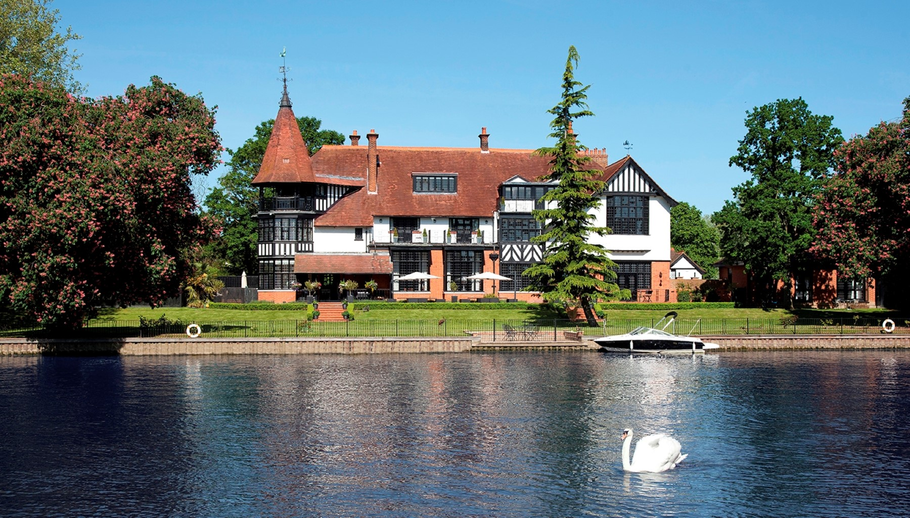 Casa para uma família para Venda às Bray Fishery Road Bray Other England, Inglaterra SL61UN Reino Unido