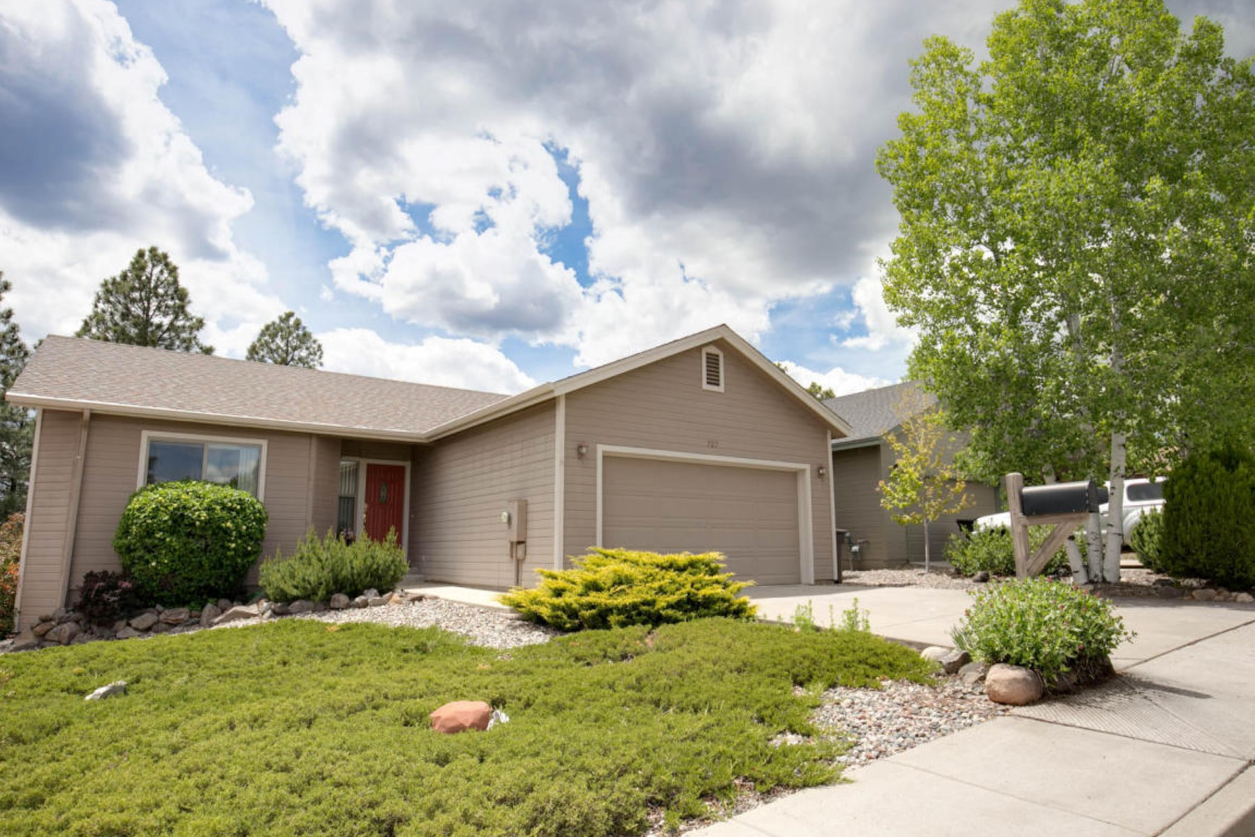 Single Family Home for Sale at Spectacular home backing acres of wooded greenbelt space 727 N Pine Cliff Dr Flagstaff, Arizona, 86001 United States