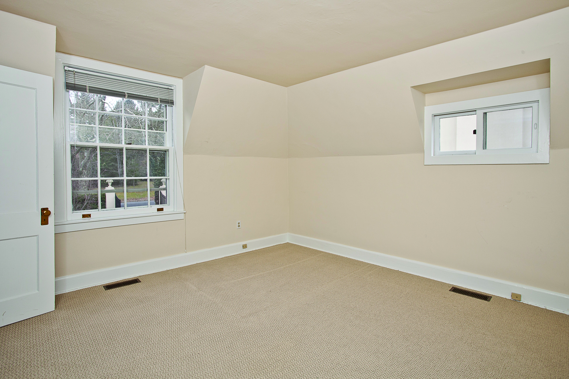 Additional photo for property listing at Charming Three Room Carriage Apartment 14 Battle Road Princeton, New Jersey 08540 États-Unis