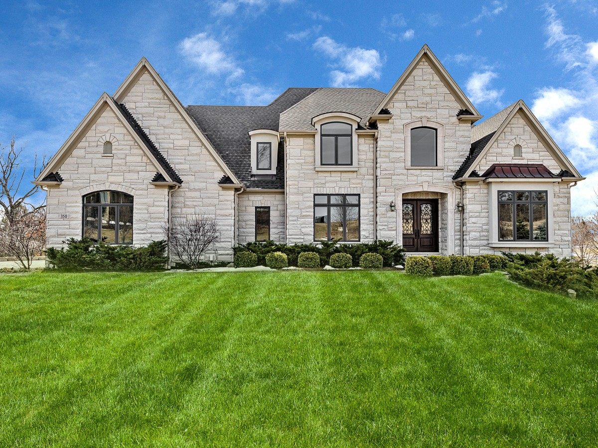独户住宅 为 销售 在 350 Old Oak Ct. 毛刺岭, 伊利诺斯州, 60527 美国