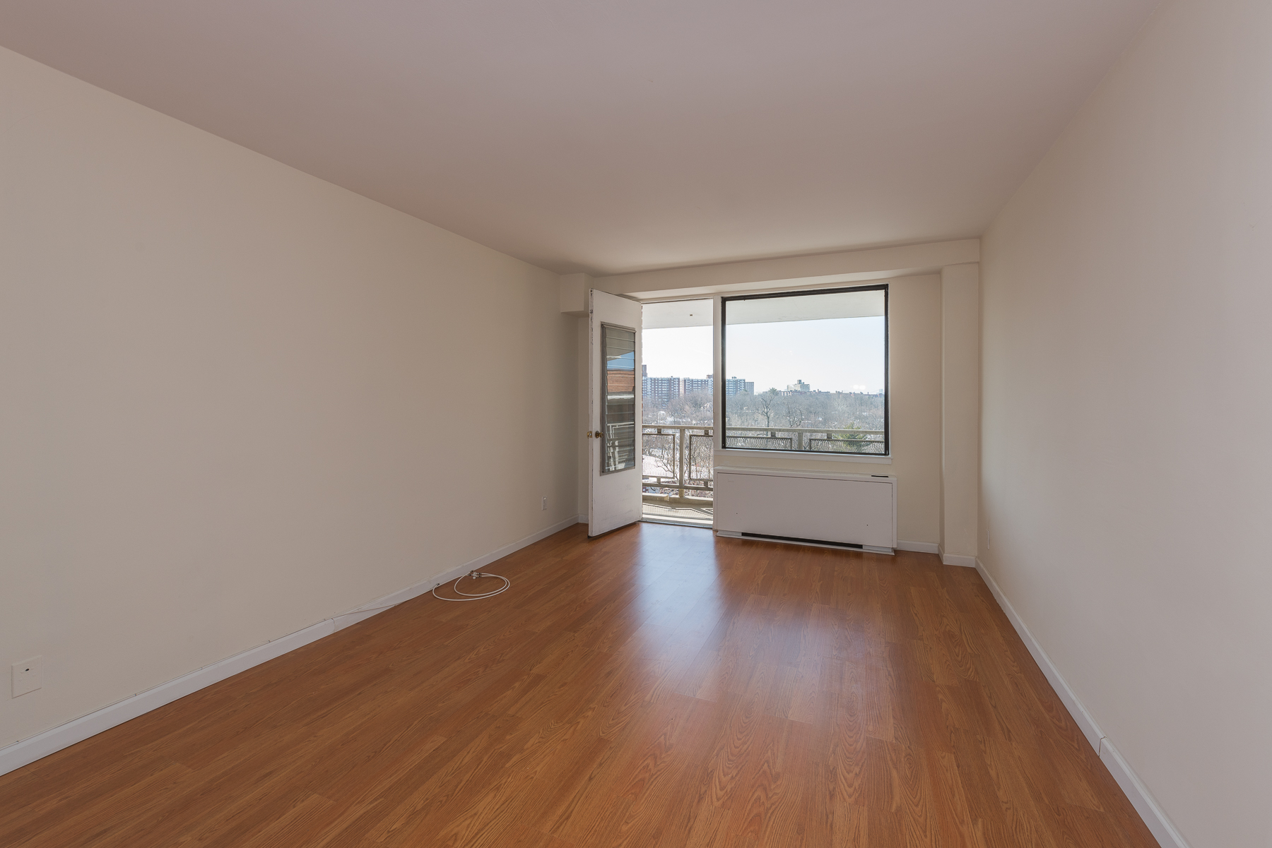 Co-op for Sale at Top Floor Move-in Ready 1 BR 4901 Henry Hudson Parkway 10G Riverdale, New York 10463 United States