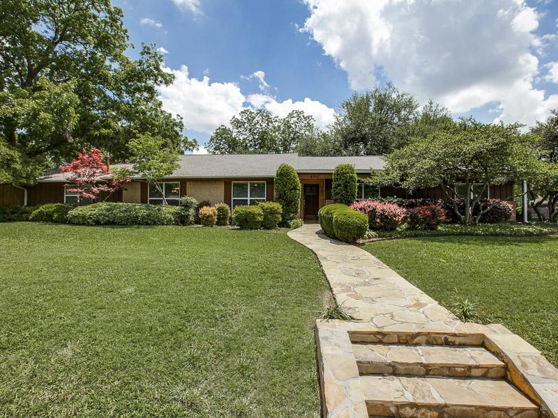 Maison unifamiliale pour l Vente à 4310 Reaumur Drive Dallas, Texas 75229 États-Unis