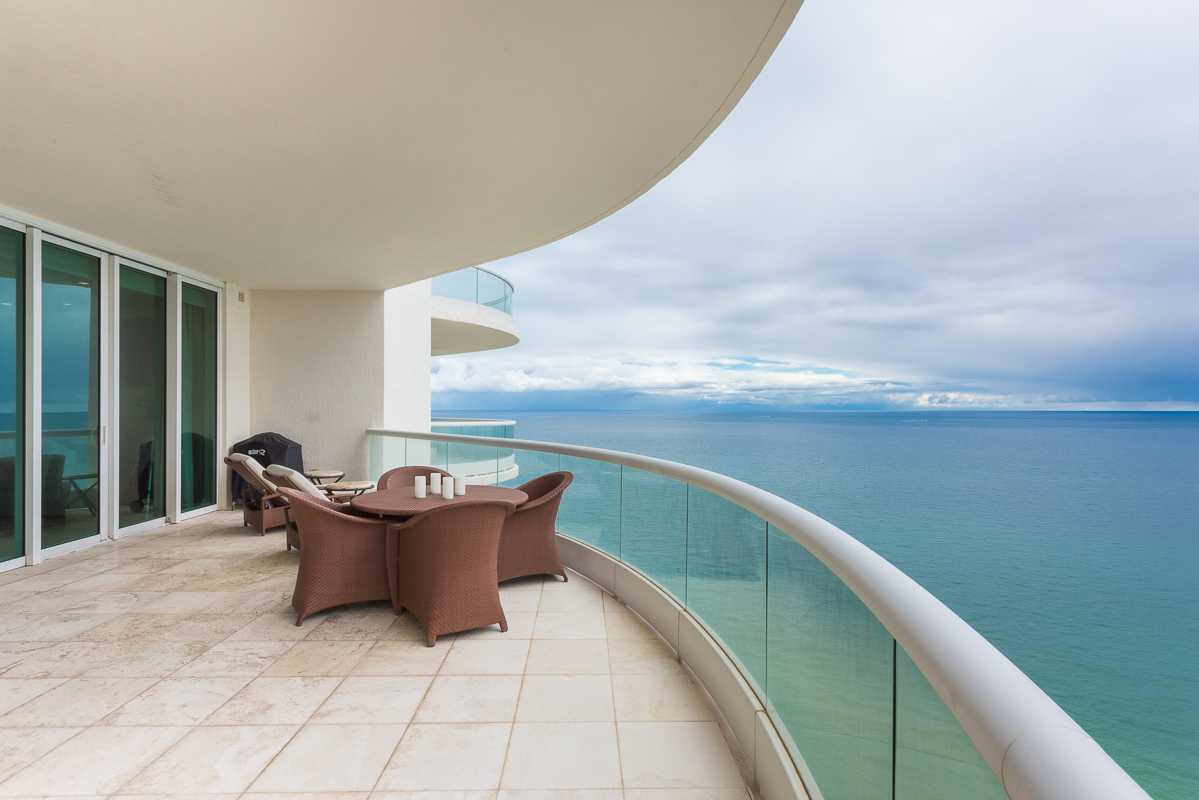 Piso por un Venta en TURNBERRY OCEAN COLONY 16051 COLLINS AVE #3301 Sunny Isles, Florida, 33160 Estados Unidos