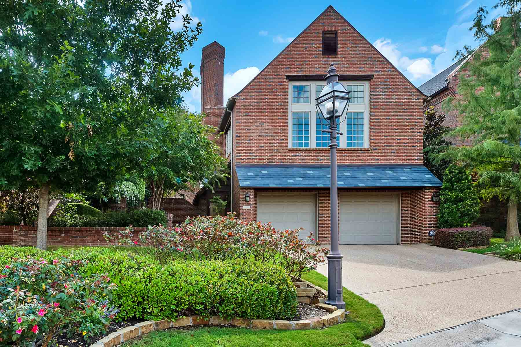 Single Family Home for Sale at Traditional, Overton Woods 4938 Westbriar Drive Fort Worth, Texas, 76109 United States