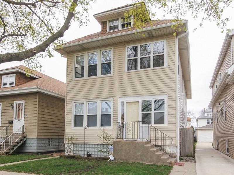 Многосемейный дом для того Продажа на Well Maintained Multi-Unit 5945 West Giddings Street North Side, Chicago, Иллинойс 60630 Соединенные Штаты