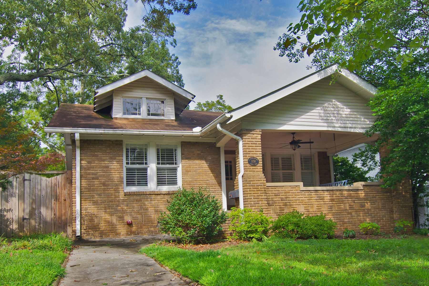 Nhà ở một gia đình vì Bán tại Exceptionally large renovated three bedroom one and one-half bathroom bungalow. 1158 N Highland Avenue NE Virginia Highland, Atlanta, Georgia 30306 Hoa Kỳ