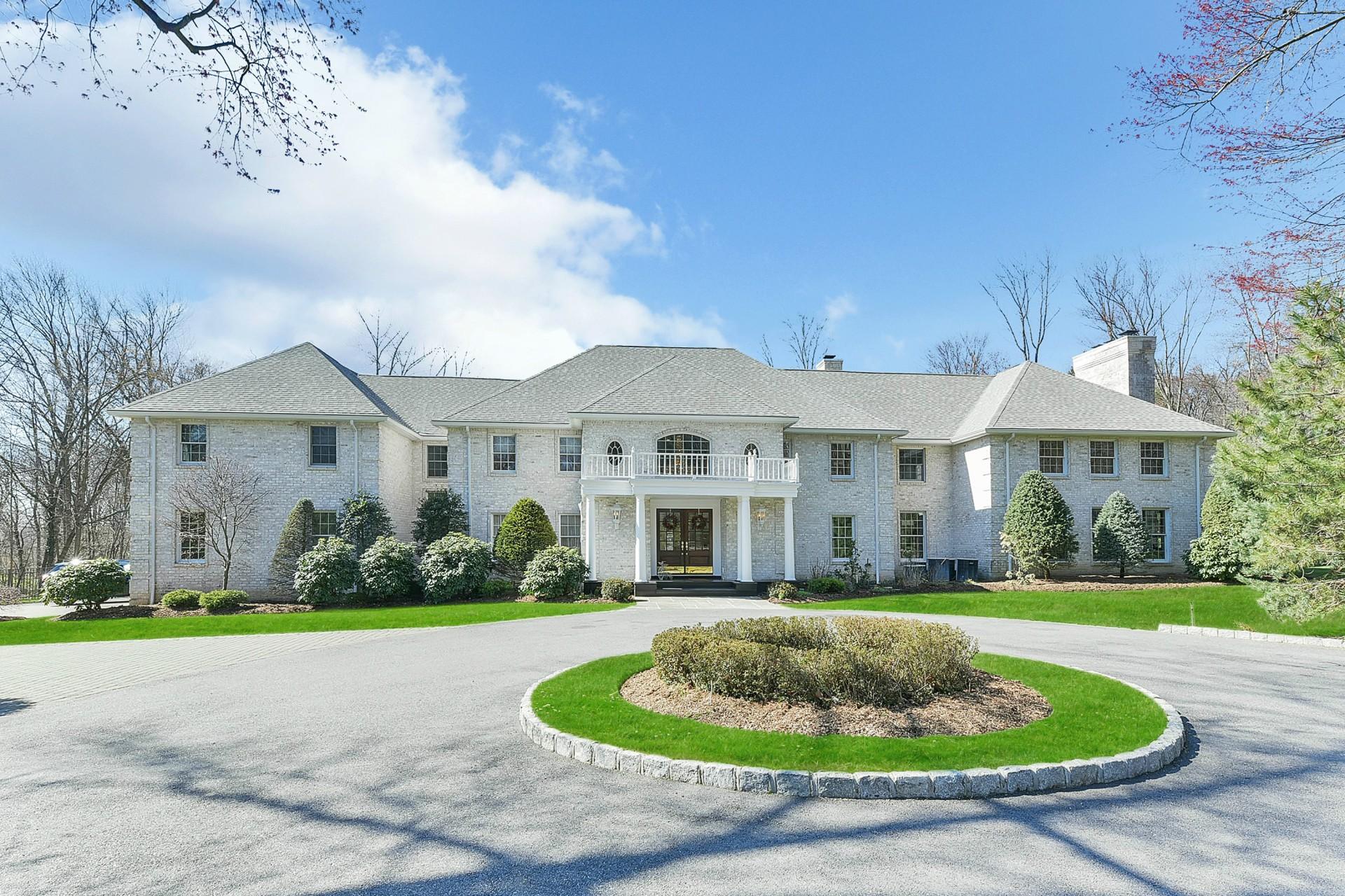 단독 가정 주택 용 매매 에 Beautiful 2 Acre Colonial 31 Wildwood Rd Saddle River, 뉴저지, 07458 미국