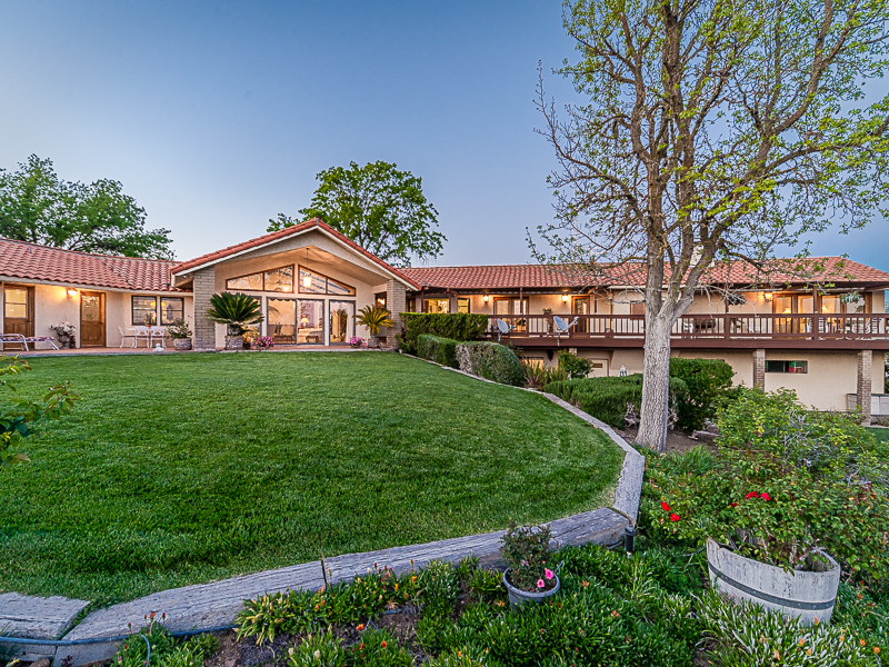 Villa per Vendita alle ore IMPRESSIVE HOME WITH SPECTACULAR VIEWS 6342 Wellsona Road Paso Robles, California 93446 Stati Uniti