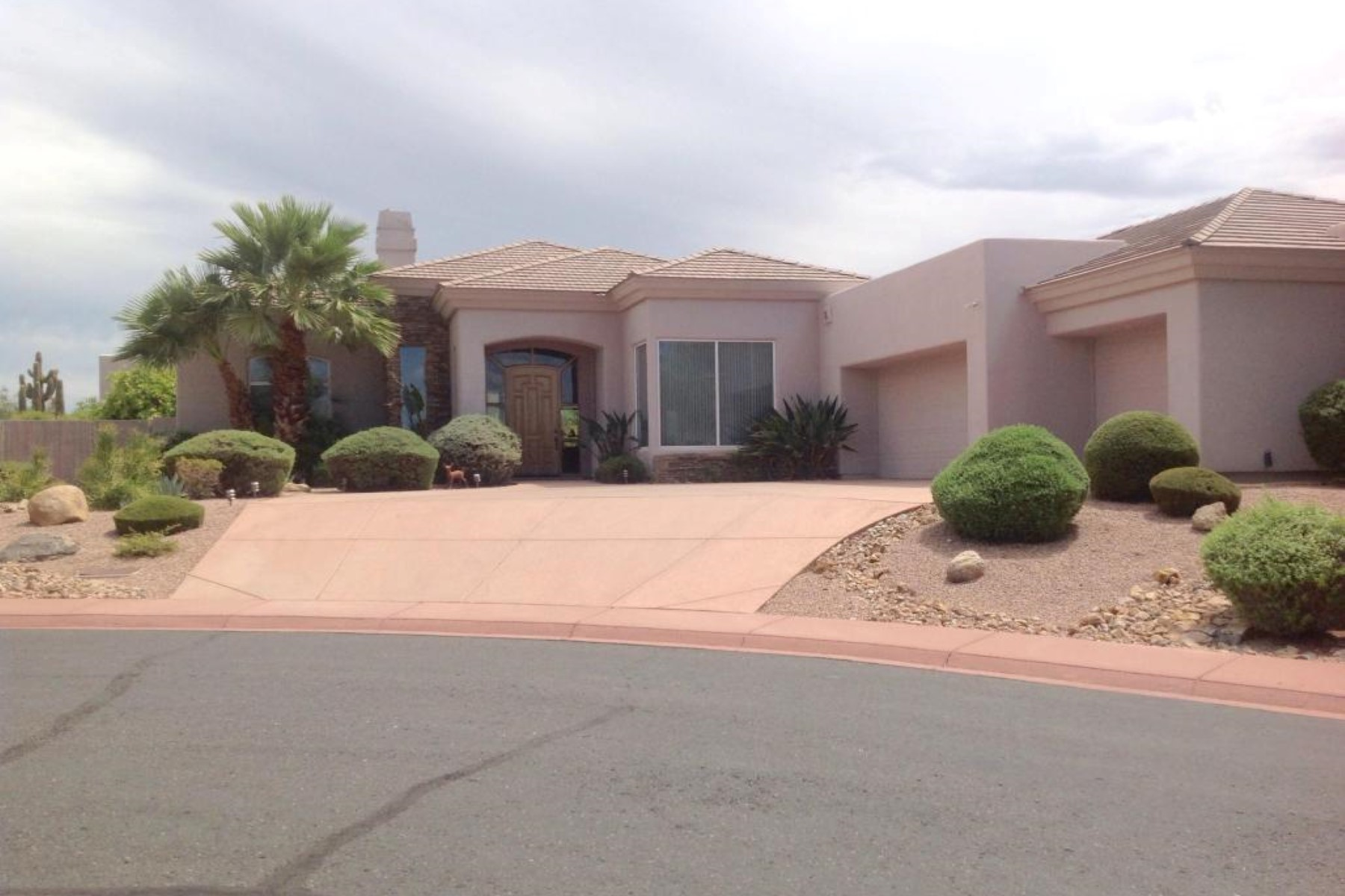 Maison unifamiliale pour l Vente à Absolutely gorgeous, custom designed home in Country Club Estates 4055 N Recker Rd 24 Mesa, Arizona 85215 États-Unis