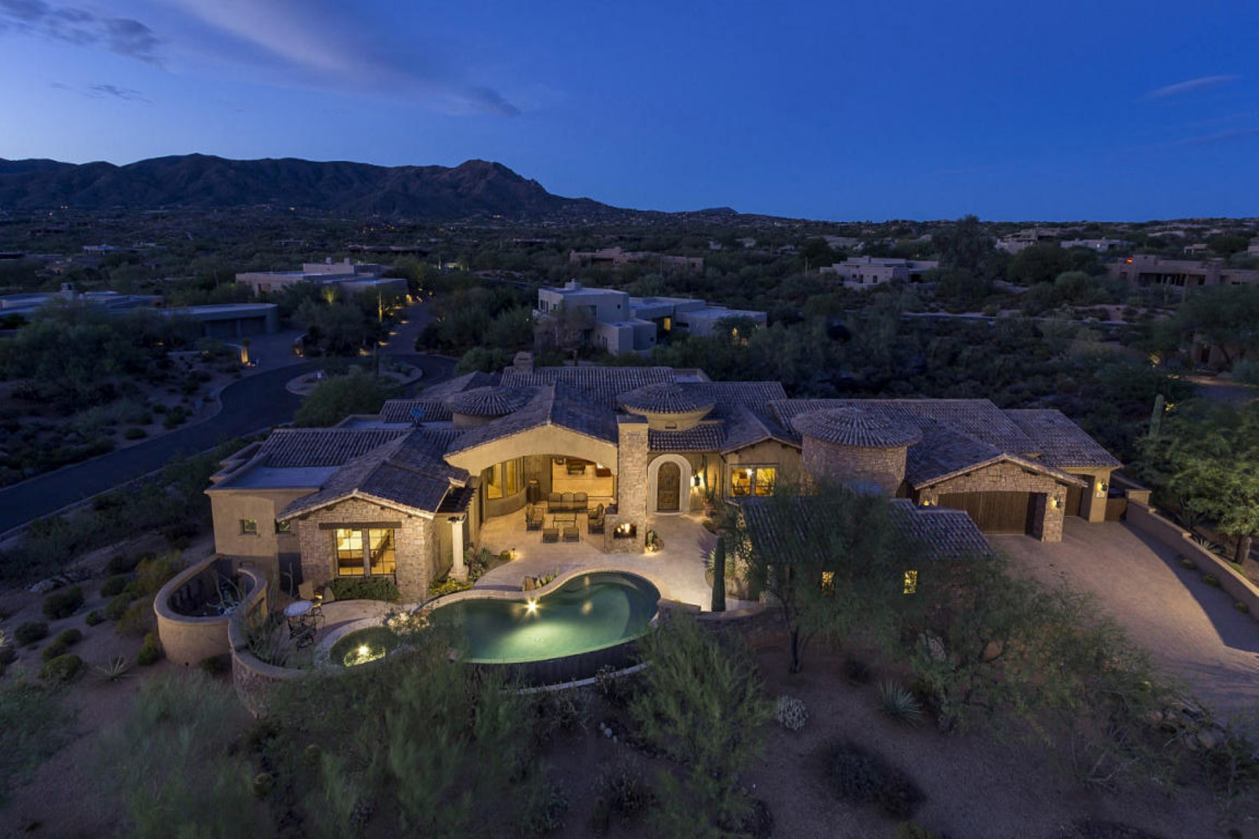 一戸建て のために 売買 アット Custom home designed by renowned home designer Beaux Graffin 10189 E Palo Brea Dr Scottsdale, アリゾナ, 85262 アメリカ合衆国