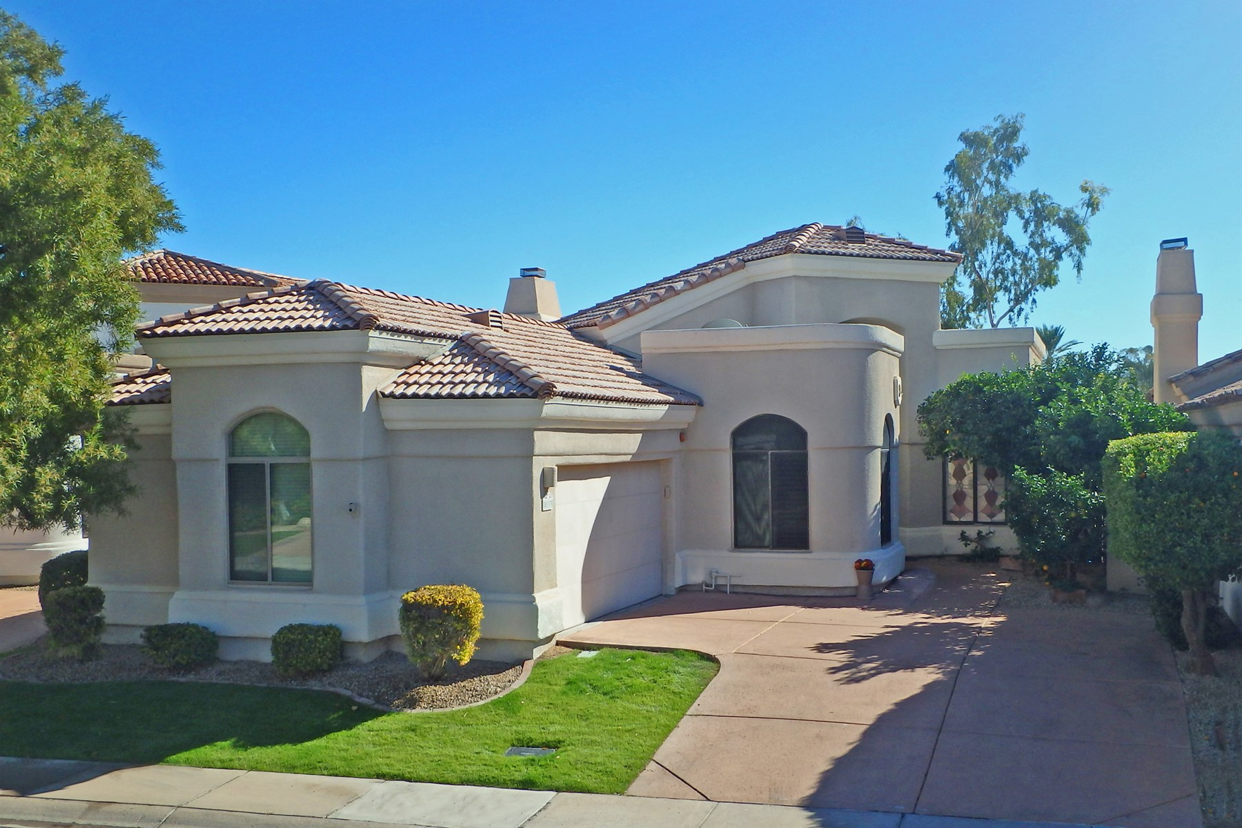 Maison unifamiliale pour l Vente à Rare Monterey Semi-Custom Home With Full Finished Basement 8133 E Cortez Drive Scottsdale, Arizona 85260 États-Unis